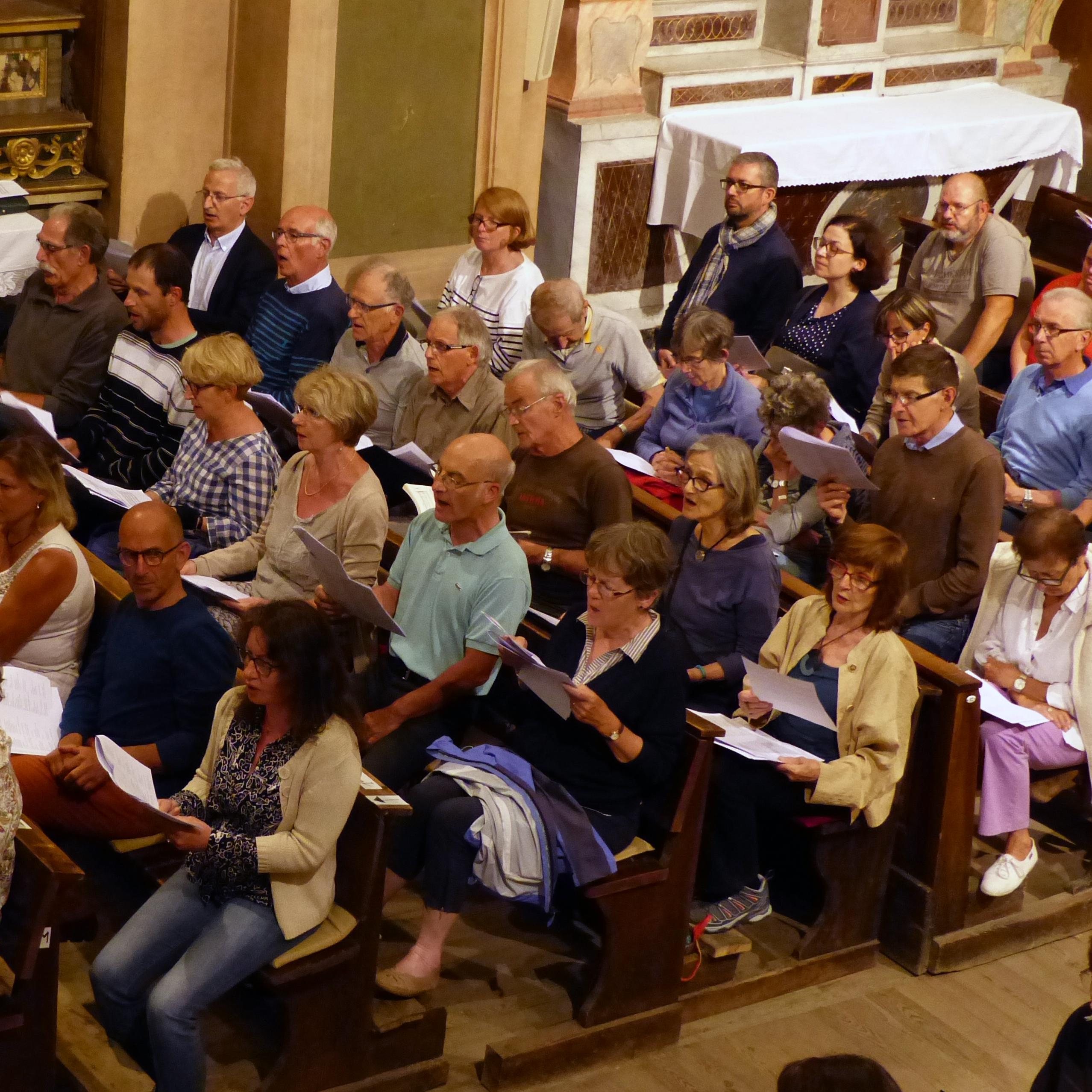 Le public chante des chorals de la Passion selon Saint Matthieu